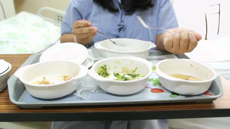 etiqueta : Patient girl have soft special meal on bed in hospital room