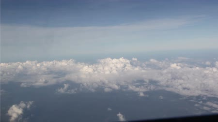 aeroespaço : Sky cloud view through an airplane window