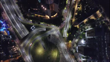 komplexní : Aerial view of a city at night