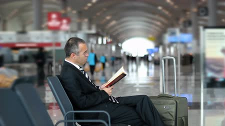 suite : Business man reading a book Stock Footage