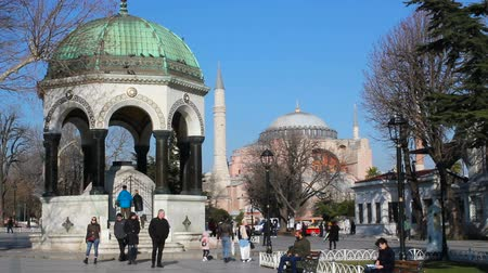 cotidiano : Sultanahmet, Istanbul  Turkey - March 04 2019: Sophia Church in Sultanahmet Square, German Fountain and Hagia