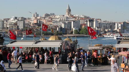 diário : Istanbul, Eminonu  Turkey - May 29 2019: View of Galata Bridge from Istanbul landscape, Eminonu and Halic seaside. Populer touristic