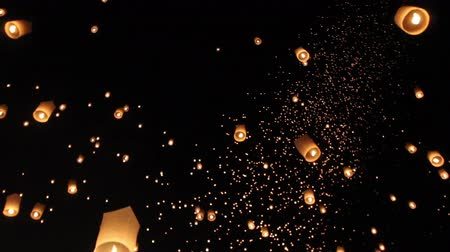 традиция : Floating asian lanterns in Chiang Mai Thailand - length 1 min