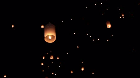 плавающий : Floating asian lanterns in ChiangMai ,Thailand Стоковые видеозаписи