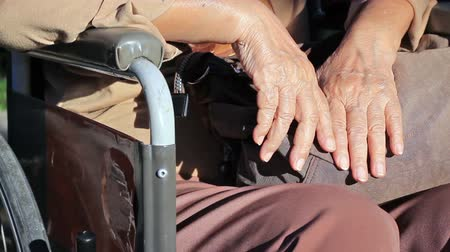 hemşirelik : Elderly woman hands on a wheelchair.