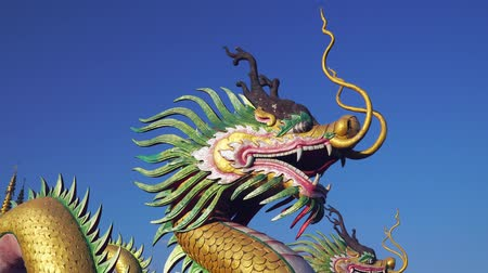 мифический : Chinese Dragon with blue sky
