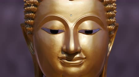 meditando : Golden Buddha statue close up ,Panning