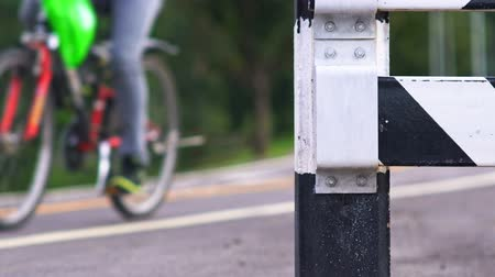 exercício : traffic bollard for bike lane Vídeos