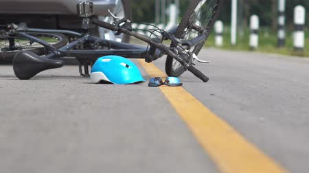 csattanás : Drunk driving accident , car crash with bicycle on road Stock mozgókép