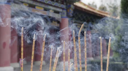 incenso : Incense burning at Chongsheng Temple in Dali old town,Yunnan ,China. Stock Footage