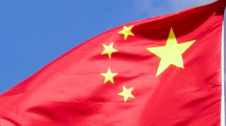 real time : China vlag zwaaien in de wind. Stockvideo