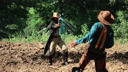 západ : Cowboys with revolver shooting gunfight.
