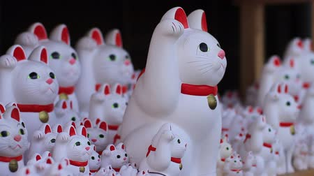 Японская культура : : Statue cats left side center focus at Gotokuji temple in Tokyo.