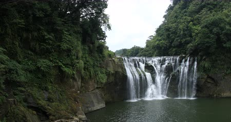 tajvan : Warter fall at Shifen in Taipei close shot