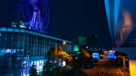 карусель : Ferris wheel near the amusement park at night in Odaiba Tokyo time lapse