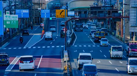 бросаясь : Rushing cars at the downtown street in Tokyo daytime timelapse middle shot Стоковые видеозаписи