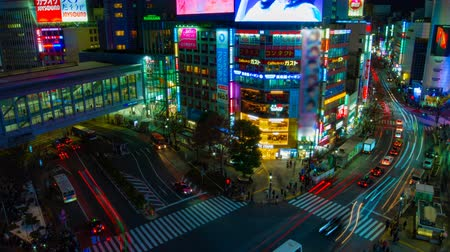 esposizione : Night timelapse crossing at the neon town in Shibuya Tokyo high angle wide shot