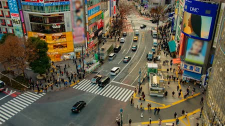 passage piéton : A timelapse of the famous crossing in Shibuya Tokyo high angle wide shot daytime Vidéos Libres De Droits
