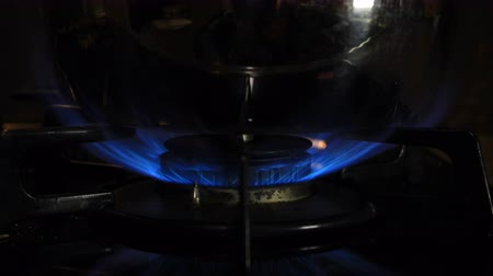 dom : Ignition of the heat under the silver pot in the kitchen