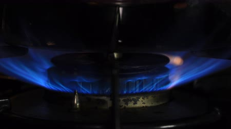 methane : Ignition of the heat under the silver pot in the kitchen