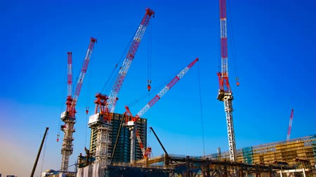 строительные леса : A time lapse of moving cranes at the under construction in Tokyo wide shot