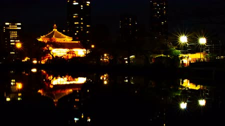 kwiecień : A timelapse of sunset near the pond at the traditional park in Ueno Tokyo