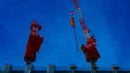 em desenvolvimento : A time lapse of moving cranes at the under construction in Tokyo