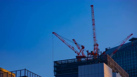 строительные леса : A timelapse of cranes at the under construction behind the blue sky in Tokyo