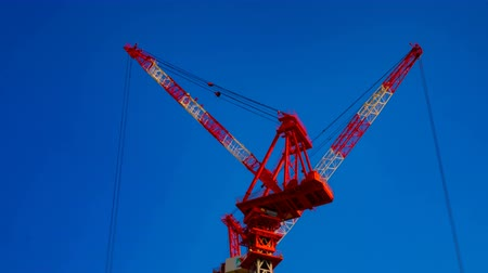 em desenvolvimento : A timelapse of cranes at the under construction behind the blue sky in Tokyo