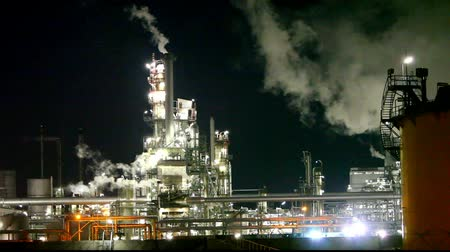 rurociąg : Petrochemical plant at night - smokestack