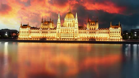 budapeste : Budapest - parliament at sunset - time lapse