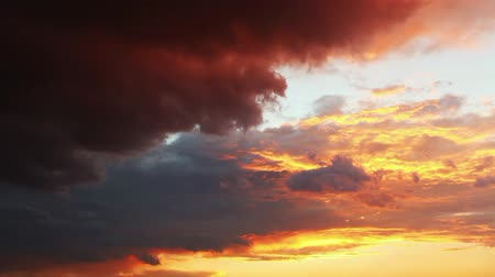 puffy clouds : Sky Dramatic sunset - time lapse Stock Footage