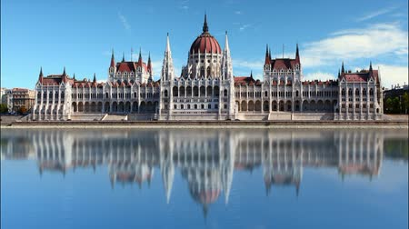 budapeste : Budapest - parliament at day - time lapse