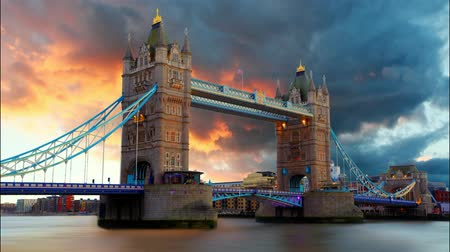 reino unido : Tower Bridge in London, UK, time lapse