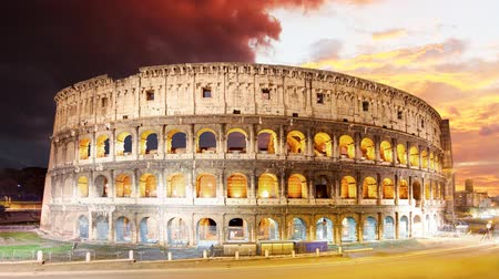 древний : Colosseum at sunset in Rome, Time lapse