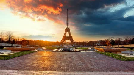 francja : Paris, Eiffel tower at sunrise, Time lapse