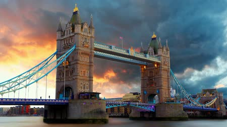 büyük britanya : Tower Bridge in London, UK, time lapse