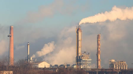 ekonomi : Factory Smoke stack - Oil refinery - petrochemical plant
