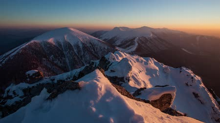 горный хребет : Winter mountain landscape sunset in peak Rozsutec, Time lapse