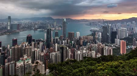 Time lapse - Hong Kong skyline at dramatic sunrise from Victoria peak, China Стоковые видеозаписи
