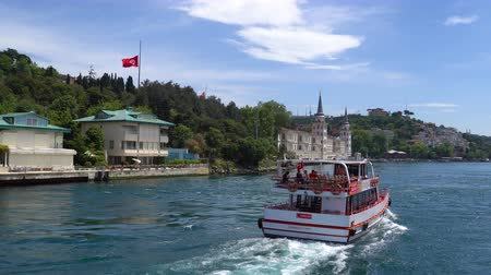 бортовой : ISTANBUL, TURKEY - 17 MAY 2018: Cruising in the Bosphorus Strait with a touristic boat in Istanbul Turkey.