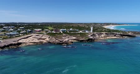 légi felvétel : Flyover Footage of Robe coast and lighthouse