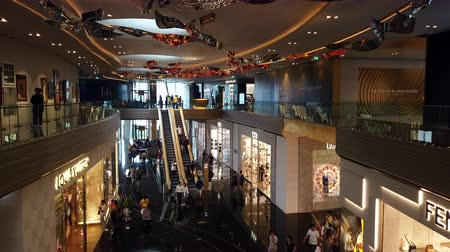 BANGKOK, THAILAND - MAY 4 : Interior view of high-end shopping mall ICONSIAM. The Iconsiam is the most popular shopping center in Bangkok at Bangkok, Thailand on May 4, 2019 Vídeos