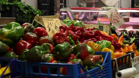 l europe : Peppers au marché central
