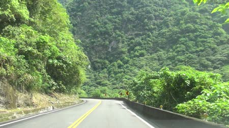 viagem por estrada : driving on the mountain road Stock Footage