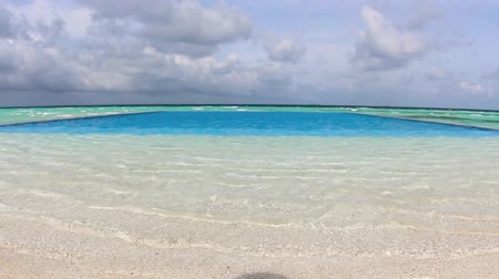 Мальдивы : Swimming Pools on the ocean beach. Maldives