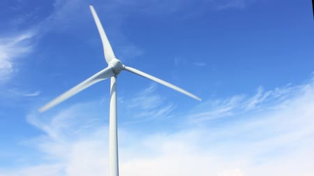 энергия ветра : Wind power with blue sky background