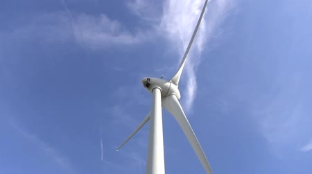 efektywność : high shot angle Wind power with blue sky background.energy fuel concept
