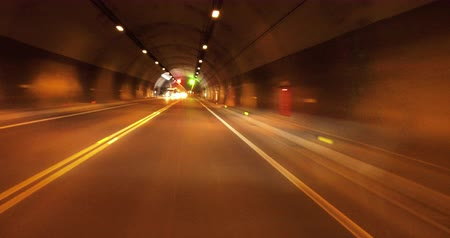 excesso de velocidade : Car driving through the tunnel