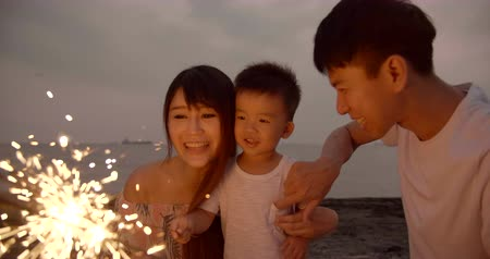 празднование : happy family celebrating new year with sparklers Стоковые видеозаписи